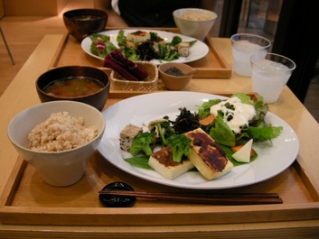 Brown_rice_cafe_01
