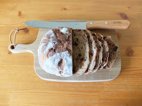 02008walnut-and-fruit-bread-01