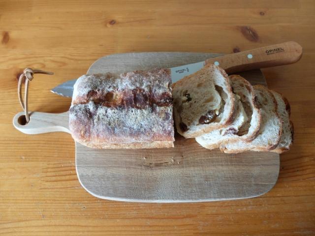 2101cheese-and-raisin-bread01